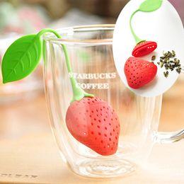Té de hojas de fresa online-Venta caliente Nueva Fruta Forma de Fresa Té de Silicona Infusor Colador Especias Herbarias Hoja RT Envío Gratis