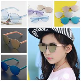 8996d4ae0f Gafas de sol para niños Niños Niñas Espejo lindo Bebé Gafas de sol Gafas de  montura de plástico Gafas Retro Gafas de sol KKA3334