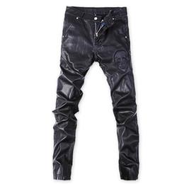 Argentina Pantalones de rock punk coreano al por mayor- Pantalones negros de cuero de imitación para hombres Talla grande 32 33 34 36 Skull Skinny Slim cheap plus size tight black trousers Suministro