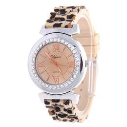 Wholesale Leopard Watches For Women - 2016 New Fashion Luxury Lady Watch Band Siliocne Leopard Crystal for Woman Casual Quartz Analog Watch
