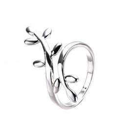 Wholesale Cheap Korean Fashion Free Shipping - Wholesale New Personality Exquisite Leaf Leaves Surround Silver Korean Design Fashion Rings Jewelry Alloy Cheap Free shipping
