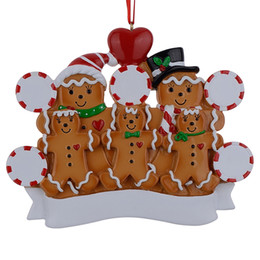 Wholesale family holiday party - Maxora Gingerbread Family Of 5 Resin Hand Painting Christmas Ornaments With Red Apple As Personalized Gifts For Holiday Party Home Decora