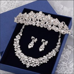Wholesale Jewerly Crown Necklaces - STOCK 2016 Fashion Flowers Crystals Three Pieces Tiaras Crowns Earrings Necklace Rhinestone Wedding Bridal Sets Jewelry Set Jewerly