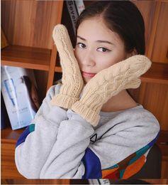 2019 aquecedores de mão sem dedos Mulheres de inverno luvas quentes Torção Luvas De Malha feminino Ao Ar Livre luva Luvas Mais Quentes Do Armário 12 pçs / lote Frete grátis