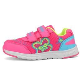 Los niños ocasionales del deporte calzan las muchachas del invierno del bebé del bebé de la malla de la máquina del bordado de las zapatillas de deporte de la mariposa muchachas respirables dulces que corren los zapatos desde fabricantes