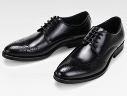 Wholesale best sewing - Luxury quality Men leather dress shoes breatheable holes waxed cow leather Brock Carved Europian fashion Trying best to Gurantee top quality