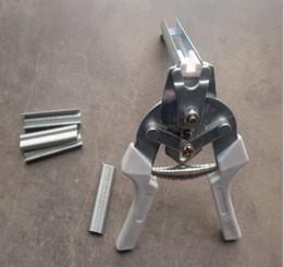 filo di installazione Sconti 600 pezzi / confezione M morsetto per fissaggio del chiodo Pollo Coniglio Mink Fox Cinghie strette per uccelli da cantiere Dog Cage clamp installation