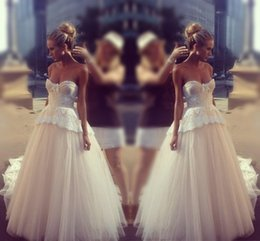 Wholesale Silver Beach Wedding Dress - Princess Lace Sweetheart Wedding Dresses 2017 Tulle Ball Gown Backless Beach Bridal Gowns Sweep Train Wedding Dresses Custom Made
