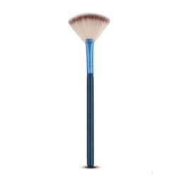 2019 pequenas escovas de kit de maquiagem Macio pequeno ventilador em forma de 5 cores blush pincel de maquiagem profissional kit cosmético madeira alça em pó fundação ferramenta de maquiagem pequenas escovas de kit de maquiagem barato
