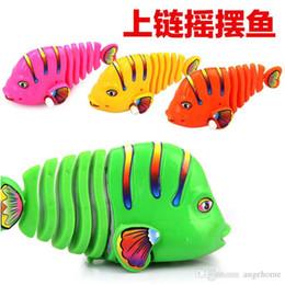 2019 jouets en plastique de chenille Gros-Activité Jouet de poisson-mouvement d'horlogerie poisson Poisson coloré se déplaçant ornements de queue natation poisson Jouet éducatif pour enfants
