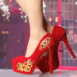Wholesale High Heel Shoe Pendants - New red Chinese wedding shoes high with waterproof Taiwan fine with the bride golden flower tassel pendant party shoes