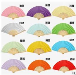 Зонтики для зонтов онлайн-горячая продажа микс цвет свадебные вентиляторы полые бамбуковой ручкой свадебные аксессуары вентиляторы зонтики