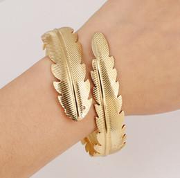 Vergoldete metallmanschettenarmbänder online-Charme-Armbänder für Frauen-neue Art- und Weisearmband-breite Manschette öffnete Goldmetall 18K Gold überzogene Blatt-Armband-geöffnete Manschette-Armband-Armband