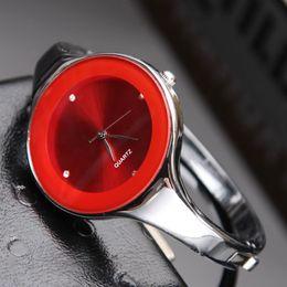 Canada Fashion Brand femme fille argent Steel Metal Band montre quartz bracelet C06 Offre