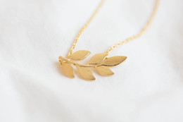 Wholesale twigs wholesale - Fashion six leaf twigs pattern Pendant necklace 18k Gold Plated necklaces for women design chain of clavicle