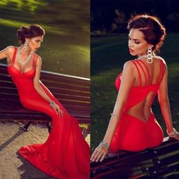2019 encantos de coral rojo Encantadora sirena roja vestidos de noche 2018 correas espaguetis sin mangas barrido fiesta nupcial larga desgaste vestido de fiesta vestido rebajas encantos de coral rojo