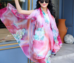 2019 bufanda de pashmina 200 * 140 cm 2016 Verano Floral Estampado de Seda bufanda Gasa Bufanda Wrap Sarong Oversized Sunscreen Beach cape mujeres Cover Up largo mantón bufanda de pashmina baratos