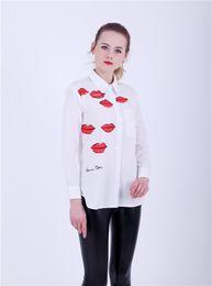Красная блуза для губ онлайн-Женщины евро красные губы печати блузка Turn-Dow воротник асимметричная белая рубашка пр мода характер блузка топы для 4 сезон