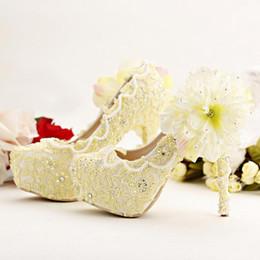 2019 zapatos de vestir amarillos Zapatos puros zapatos de la novia Amarillo Tacones altos vestido de la plataforma del Rhinestone de la flor del cordón de zapatos de boda de las bombas del estilete del tacón alto rebajas zapatos de vestir amarillos