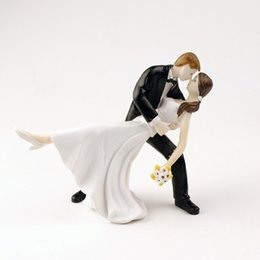 Wholesale Resin Tables - Wedding Cake Toppers Romntic Dip Dancing Bride And Groom Couple Figurine Resin Dolls Wedding Decoration In Stock