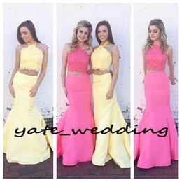 Due pezzi promenade per gli adolescenti online-2017 Più nuovo due pezzi Prom Dresses sirena Halter Lace Raso in rilievo giallo rosa blu Backless Prom Dresses per Teen Sweep Train