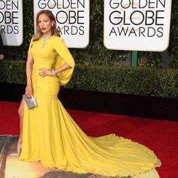 2019 robe jaune d'or 2019 Date Golden Globe Award Sexy Robe De Soirée Sirène Jaune Longue Robes De Soirée Avec Manches Perlées Paillettes Robe De Célébrité Plissée robe jaune d'or pas cher