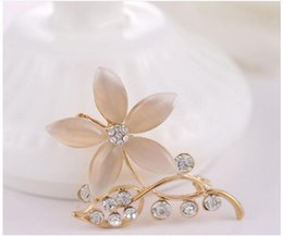Wholesale Wholesale Korean Clothing China - Korean New Lovely fashion leaf Rhinestone Crystal Stone brooch Five leaves and flowers Opal Brooches Clothing accessories X00095