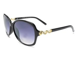 Wholesale Pearl Frame Round - A+ Quality Women Fashion UV400 Sunglasses Luxury Designer Chain Pearl decorate Women cc Sun glasses Wholesale Price+ Drop shipping