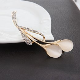 Wholesale Sweater Brooches Korean - Korean version of the premium women's sweaters opal brooch Tulip Crystal brooch pin shawl large buckle accessories wholesale