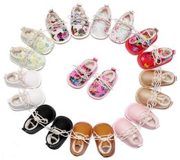 Wholesale Black Shoe Lace Bow - Winter Floral Baby Shoes Winter Wear Flower Printed Bow Lace-Up soft-soled Infant Prewalker Girls Flat Casual Shoes Toddler First Shoes C209
