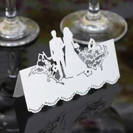 plumas de pavo teñidas Rebajas 100PCS del banquete de boda nombre de la mesa Place Cards Favor Decor Bride and Groom Laser Cut diseño colorido