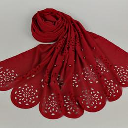 Bufanda de perlas musulmanes online-Venta al por mayor - mujeres perla burbuja chiffon chales gran láser corte flor perlas mantón liso sólido musulmán hijab envolver la cabeza bufanda / bufandas 10pcs / lot