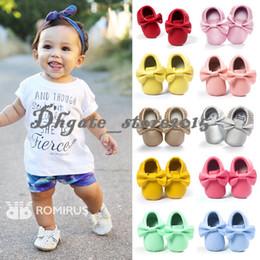 милые осенние туфли Скидка 19 цветов New Baby First Walker Shoes moccs Детские мокасины с мягкой подошвой из кожи мокасина Красочные бантики с кисточками пинетки для малышей обувь