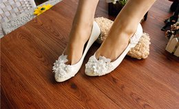 Wholesale Lace Shoes Bridal Low Heel - Beautiful New Arrival White Pearls Lace Flowers Wedding Shoes Flats 3CM Bridal Heels With Pearl Strap Pointed Toe Heel