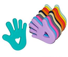 2019 jouets d'amour gratuits Bébé Tétine Jouet Drôle Coeur Amour Petite Main Teether Sûr Silicone Sans BPA Jouets À Mâcher Hand Held Jouets De Noël Cadeaux promotion jouets d'amour gratuits