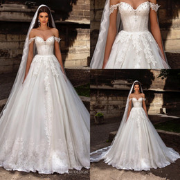 Wholesale Cathedral Wedding Dress Embroidery - Gorgeous Romantic Off the Shoulder Sweetheart Crystal Wedding Dresses 2016 Lace Appliques Ball Gown Bridal Gowns Vestidos De Noiva