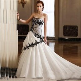 Wholesale Taffeta Train Wedding Dresses - Vintage Gothic Country Wedding Dress Strapless Soft Sweetheart Neckline Black and White Bridal Gowns Appliques Corset Lace-up Back Train