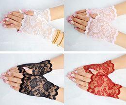 Moda hueco rosa flor rosa encaje negro guantes atractivos para las mujeres partido de la señora de seda guante sin dedos conducción UV-prueba desde fabricantes