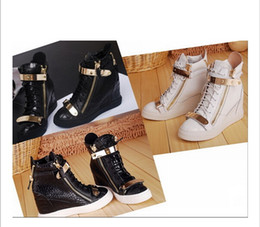 Cunei neri neri online-Hot Brand Donna Casual Zeppe Platform High Top Sneakers Bianco / nero Stone Pattern All'interno delle scarpe più alte Double iron Zipper Lace up Boots