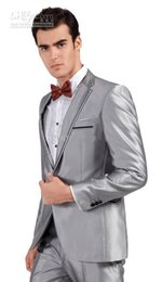 Sposo grigio cravatta tuxedo sposo online-Hot Consiglia Smoking grigio argento Smoking dello sposo Slim Fit abito da sposa da uomo Prom (giacca + pantaloni + fiocchi tie + cintura)