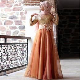 2019 robes de soirée caftan marocain musulman Modest Musulman Robes De Soirée À Manches Longues Gold Sequins Plus La Taille Hijab Femmes Robes De Bal Formelles Bowknot Garnis Arabe Caftan Marocain robes de soirée caftan marocain musulman pas cher