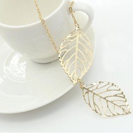 Wholesale Pearls Leaf Necklaces - Simple European New Fashion Vintage Punk Gold Hollow Two Leaf Leaves Pendant Necklace Clavicle Chain Charm Jewelry Women Free Shipping