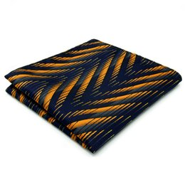 Seta quadrata tascabile online-IH14 Pattern Navy Gold Hanky Handkerchiefs Cravatte Silk Hanky Pocket Square Silk Big Size Wedding
