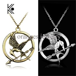 Wholesale Mockingjay Hunger Games Pendant - Wholesale- The Hunger Games Katniss Everdeen Cosplay Accessories Metal Mockingjay Pendent Chain Alloy Necklace Mocking Jay Movie Jewelry