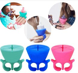 Wholesale Nail Polish Stand Wholesale - New Soft Silicone Finger Wearable Nail Gel Polish Bottle Holder with Ring Creative Nail Art Tools Polish Varnish Bottle Display Stand Holder