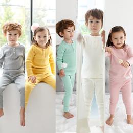 Baby boy t shirts cuello alto online-Color sólido para niños Pijamas Camiseta de algodón y pantalones de cintura alta Conjuntos de 2 piezas Bebé, niña, niño, ropa, cuello redondo, manga larga, pijamas, 17110804