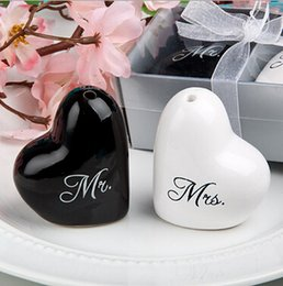 Wholesale Sets Canisters - New 1 Set =Black with White Wedding Heart Ceramic Mr. and Mrs. Salt Pepper Shakers Canister Set Wedding decoration Party Favors 1 Set=2pcs