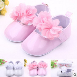 Wholesale Girls Ballerina Shoes - Wholesale- retail! Newborn white baby shoes Baptism baby booties first walker baby shoes flower Ballerina Girl PU Shoes Free Shipping