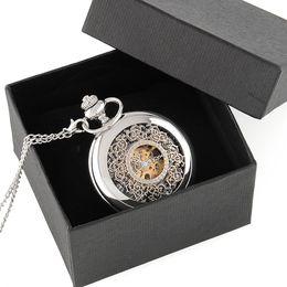 Canada Vintage Silver Engraved Case Men Montre de poche mécanique avec boîte à chaîne Enroulement à la main Meilleur collier pendentif cadeau Offre