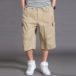 Botones de pantalones holgados online-Pantalones Capris holgados para hombres Bolsillos múltiples Botones Pantalones cortos de carga Cintura elástica Tactical Short Plus Tamaños KB